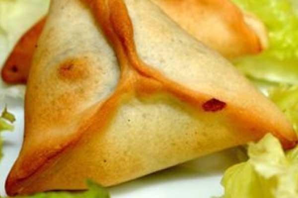 Triangles aux épinards (Fatayers), par Cuisine-at-home, Traiteur Yvelines Traiteur Saint-Germain-en-Laye
